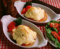 Gratinert smørbrød med tomat og egg -