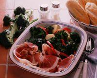 Spekeskinke med varm brokkoli-/potetsalat -