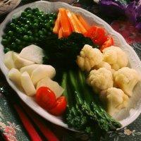 Kokte grønnsaker med varm rømmesaus -
