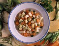 Klar grønnsaksuppe -