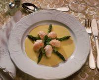 Kreps og asparges i smørsaus -
