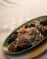 Ovnsbakt skrei med spinat og tomatvinaigrette -