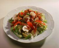 Klubbsalat - Salat med tomat, bacon og sjampinjong.