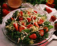 Jordbær- og sukkerertsalat - Sukkererter og jordbær. Nei, du har neppe prøvd det.