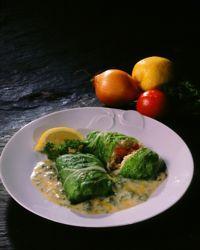 Kålruletter med grønnsakfyll og persille- og sitronsaus -