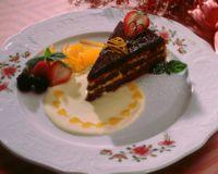 Sjokoladekake med vaniljekrem - Denne sjokoladekaken har to lag med deilig vaniljekrem. Den er ikke vanskelig å lage