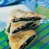 Pizza bianco med spinat, hvitløk og rosiner -