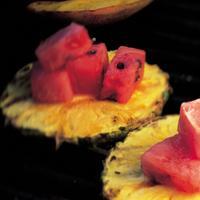 Grillet marinert frukt med lime, sukker og ingefær -