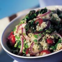 Couscoussalat med urter og vårløk - Dette er en marokkansk spesialitet som passer ypperlig til grillet kylling eller fisk.