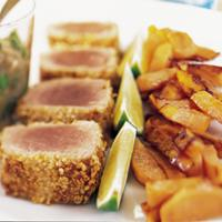Sesam- og sennepspanert tunfisk med auberginemousse -