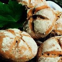 Grovt rugbrød med kefir og nøtter -