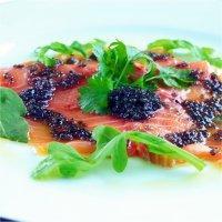 Kaviarmarinert laks med urtekrem -