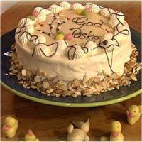 Påskekake med marsipanlokk - Marsipanlokket kjevler du ut og legger elegant på kaka. Det klarer du fint!