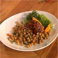 Lun kikertsalat med bacon og persille -