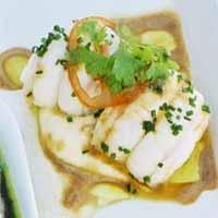 Posjert sjøkrepshale med blomkålpuré bouillabaisse -
