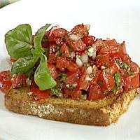 Bruschetta, potetsalat og tomatsalat -