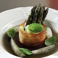 Fennikelgelé med basilikum, pomelo og asparges -