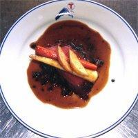 Reinsdyrflatbiff med kokt bog, sopp og pepperkremsaus -