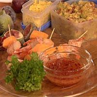 Salami- og fetaostpiroger med tomatsalat -