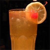 Captain Collins - Det finnes mange Collins-drinker, de bytter navn etter hvilken type sprit man bruker. Captain Collins er med whiskey.