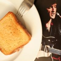 Elvis sandwich med peanøttsmør og banan - Denne fete og søte sandwichen skal ha vært livretten til Kongen av rock n' roll.