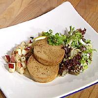 Stekt torskerogn med eple- og persillerotkompott, salat med honning- og karrivinaigrette -