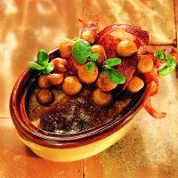 """Leverpostei med sopp og bacon - Lun, grov leverpostei med sopp og bacon er et """"must"""" til en dansk frokost. Det er svært enkelt å lage denne posteien, og den blir en stor suksess på ditt neste julebord."""