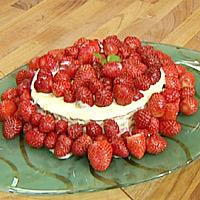 Nøttekake med yoghurt-og eggedosiskrem -