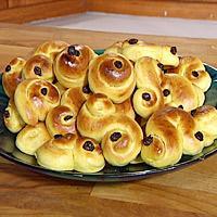 Lussekatter - Lussekatter skal lages på luciadagen den 13. desember. Lussekatter lages med kardemomme og rosiner.