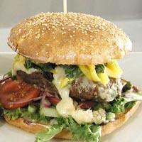 Hamburger med blåmuggost og mangosalsa -