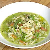 Grønnsaksuppe med penne og pesto -