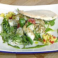 Sprøstekt torsk i pita med basilikumdressing -