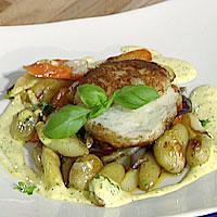 Fiskekaker, ovnsstekte poteter og sennepssaus -