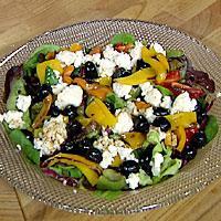 Paprikasalat med feta og oliven -