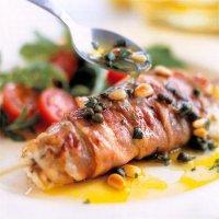 Breiflabb i pancetta med kapers- og pinjekjernedressing -