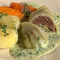 Kålruletter med hvit saus -