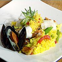 Paella med hvit fisk og blåskjell -