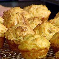 Ostemuffins med skinke og urter -