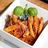 Pasta med tomattapenade og parmesan -