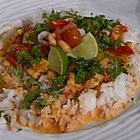 Hotte karrireker i tomatsaus servert med ris -