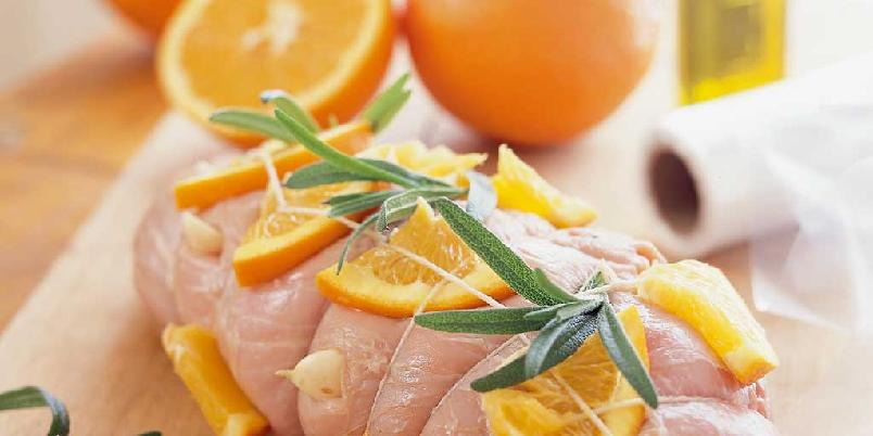 Påskestek marinert i appelsin og hvitløk - her kombinerer du lam og appelsin, to av påskens viktigste råvarer i en og samme rett.