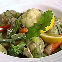 Hønsefrikassé med grønnsaker og urter -