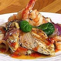 Kylling og chilimarinert scampi med rødløkkompott -