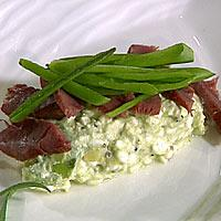 Røkt bever på avokadosalat med cottage cheese -
