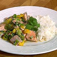 Laks med lime og koriander i wok -