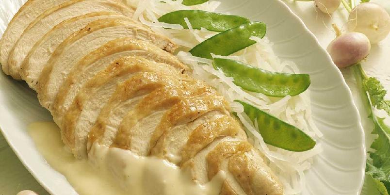 Helstekt kalkunbryst med hvitvinsdampede neper -