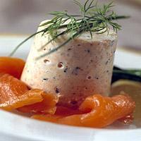 Festmousse med ørret - En luftig og smakfull mousse som kan serveres som forrett eller blant flere retter på en buffet.