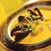 Laksesuppe med safran og blåskjell -