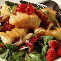 Salat med steinbit og bringebærdressing -