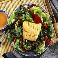Thaisalat med grillet eller stekt torsk -